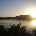 Der Nil bei Sonnenuntergang, vom Flussufer aufgenommen